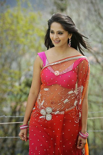 Anushka Shetty's HOTTEST saree looks 3