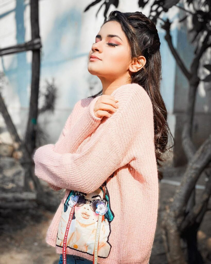 Avneet Kaur's sun-kissed pictures will make you fall in love 2