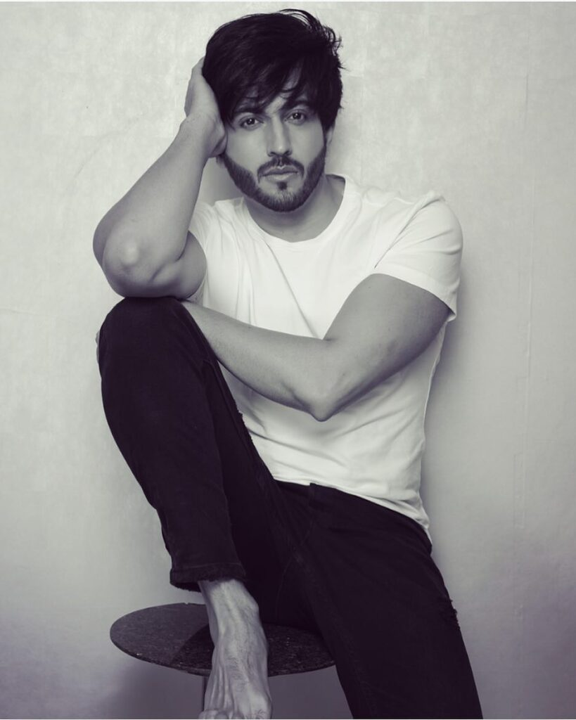 Dheeraj Dhoopar's stylish pictures will leave you stunned 2