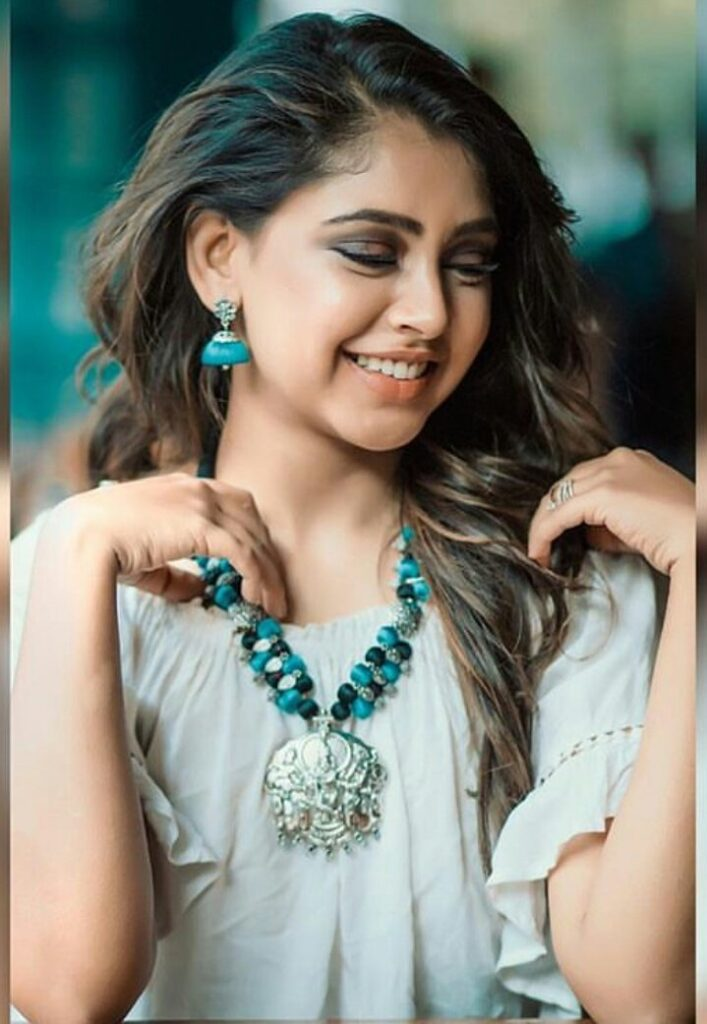 From Kaisi Yeh Yaarian to Ishqbaaz, Niti Taylor's complete style transformation 7