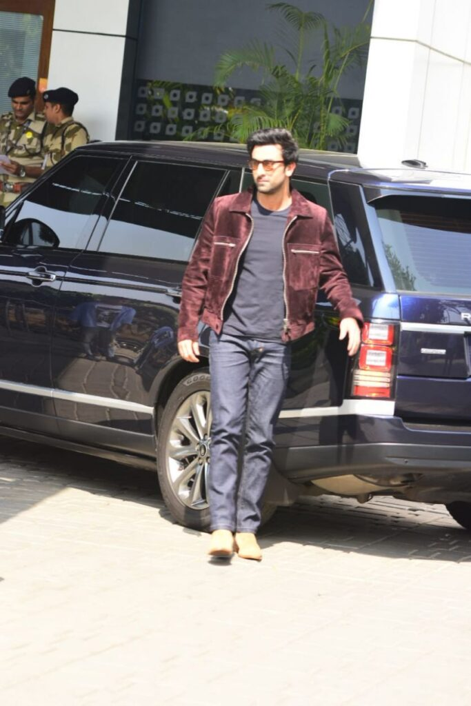Let's take a look at Ranbir Kapoor's car collection 4