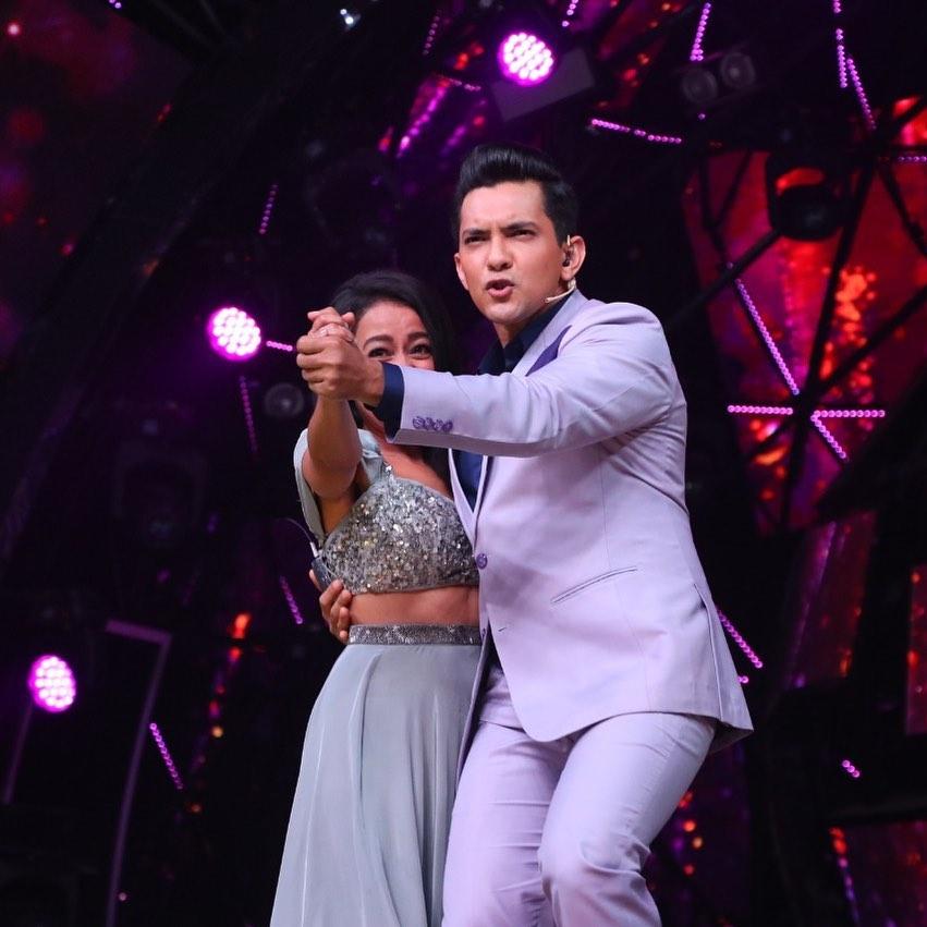 Neha Kakkar and Aditya Narayan ROMANCE comes alive 6