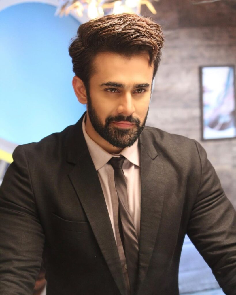 Pearl V Puri looks Smokin HOT in black suit 2