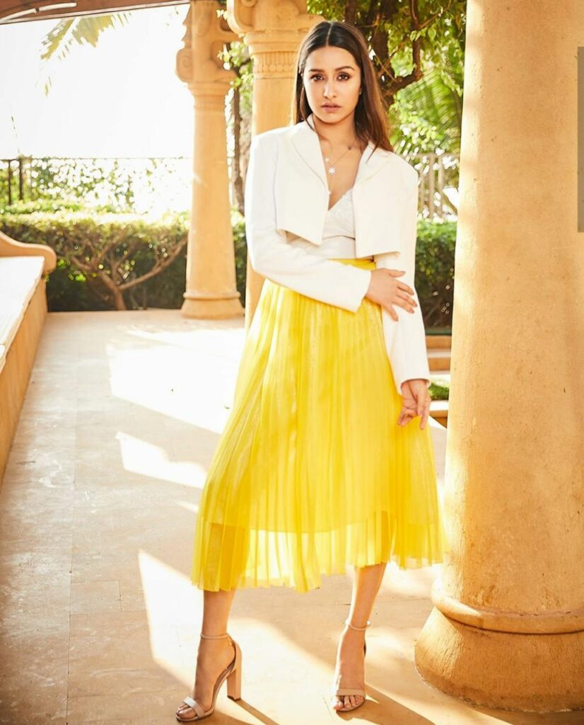 Shraddha Kapoor is giving MAJOR FASHION GOALS with these photos 4