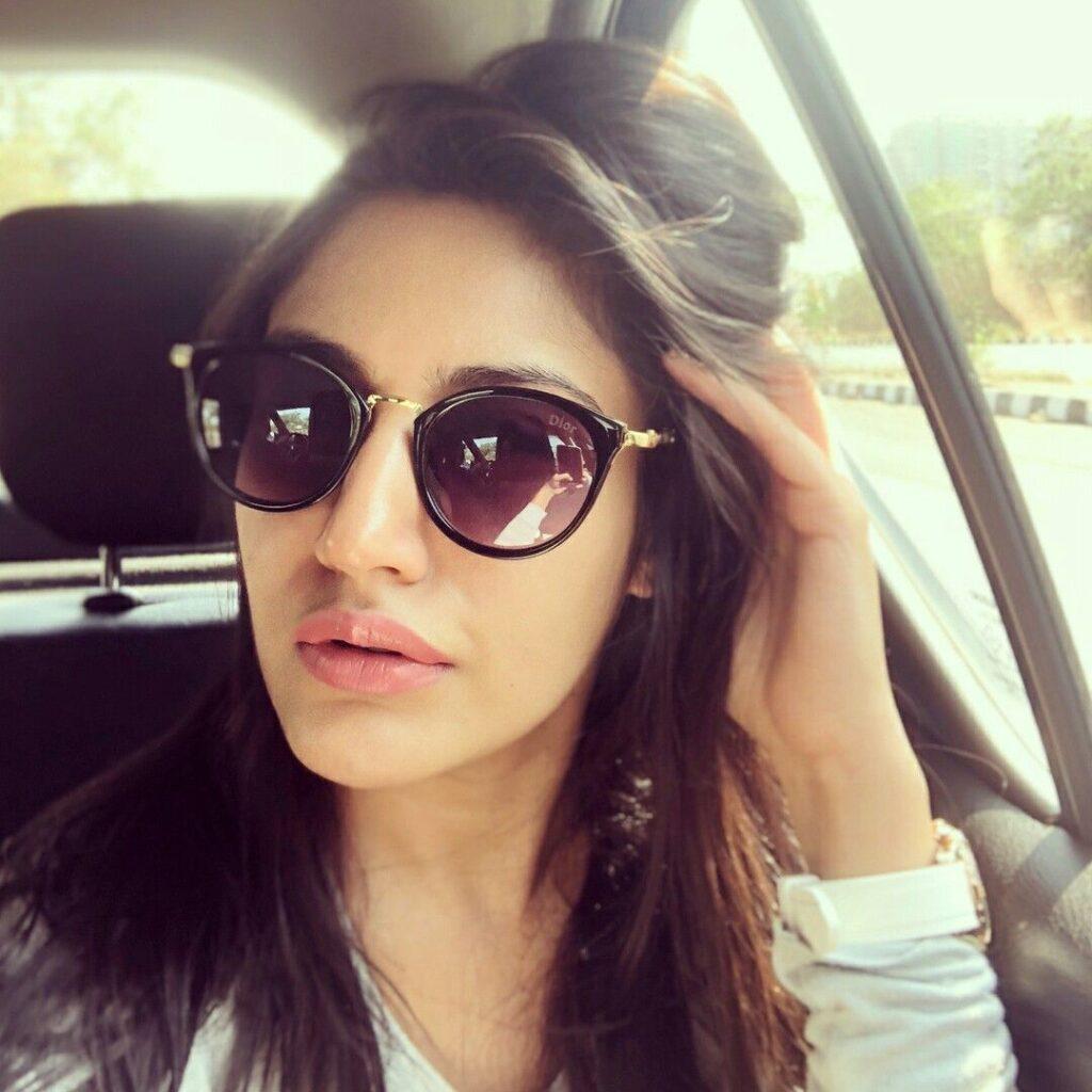 Surbhi Chandna is a selfie queen. Here's proof 4