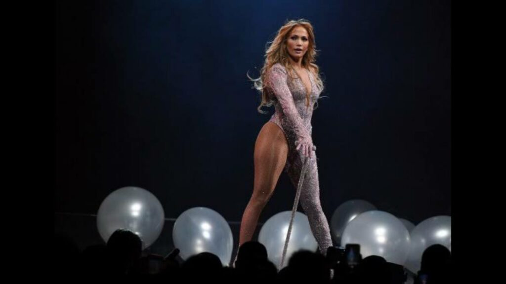 Why watching Jennifer Lopez live should be on your bucket list.... 1