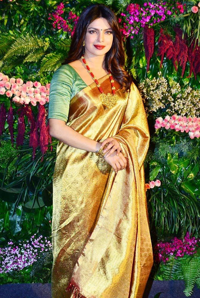 Aishwarya Rai Bachchan and Priyanka Chopra Jonas: Who looks attractive and gorgeous in a Banarasi saree? 2
