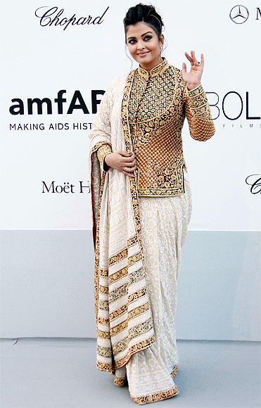 Aishwarya Rai Bachchan in Sandeep Khosla Or Sabyasachi Saree: Which Outfit Rules The Style Quotient? 1
