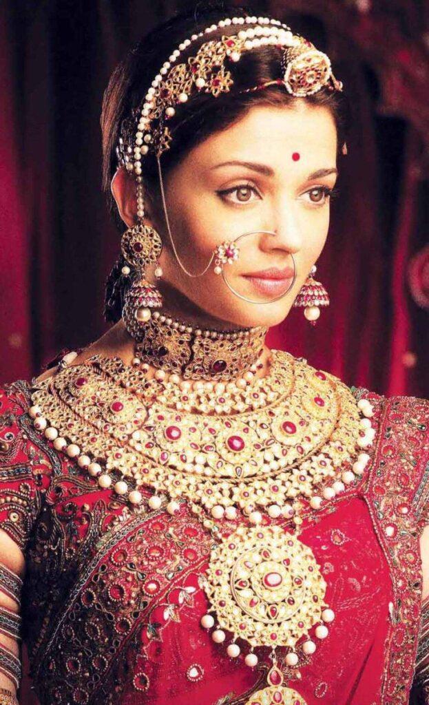 Aishwarya Rai Bachchan Stunning Bridal Jewellery Collection 4