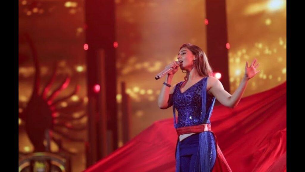 Dhvani Bhanushali's glamorous concert outfits 5