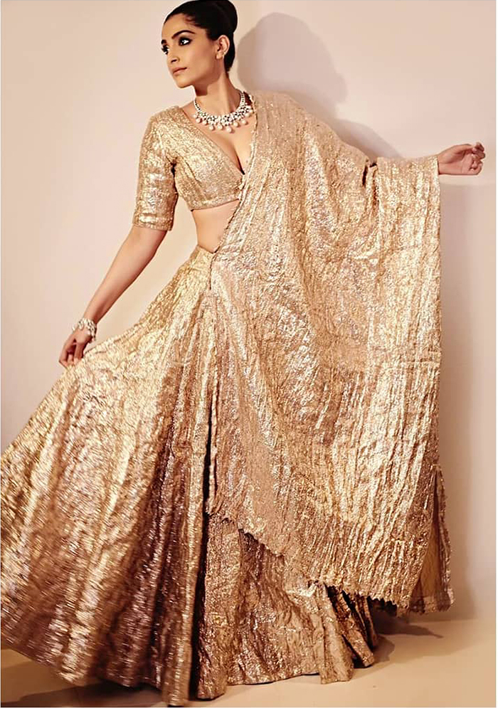 Fashion Icon Sonam Kapoor unveils the Jannah Collection, See Pics 4