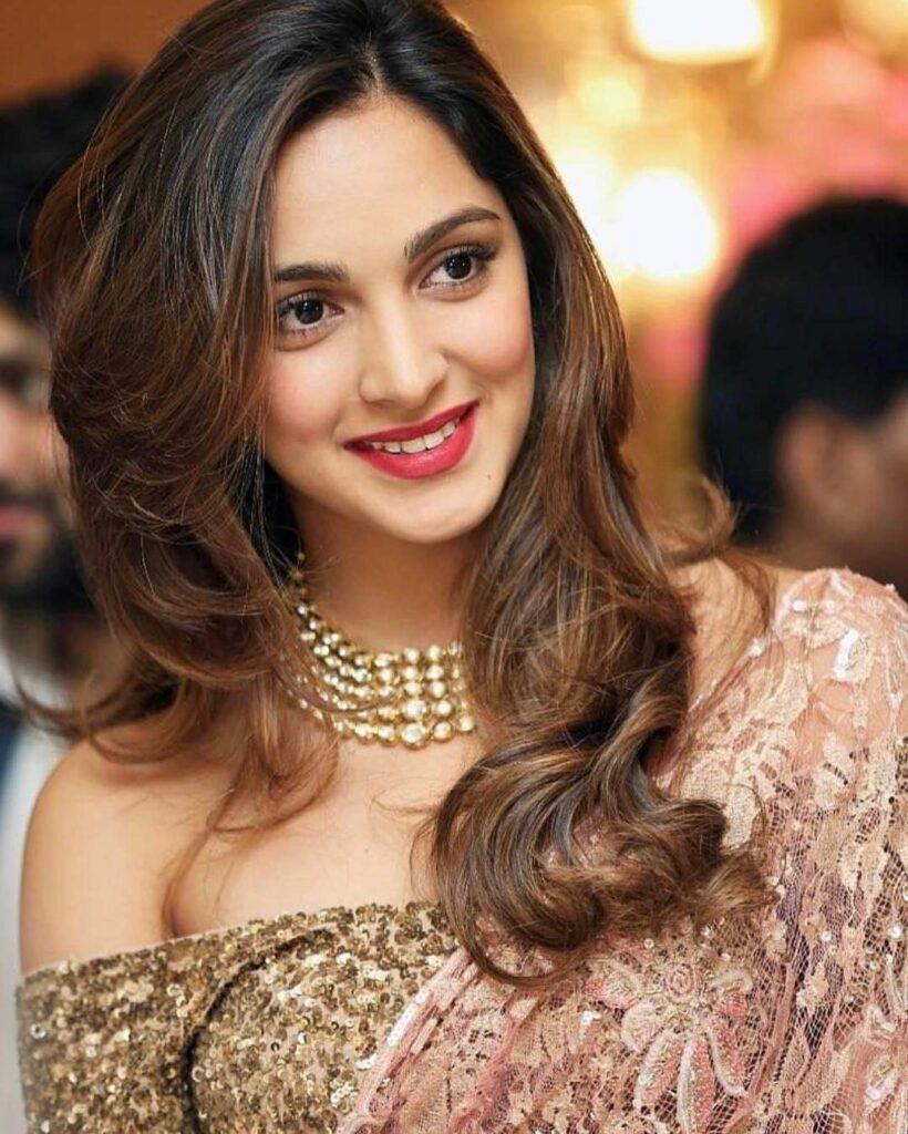 Kiara Advani Vs Sara Ali Khan, who looks better wearing the HOT red lipstick? 4