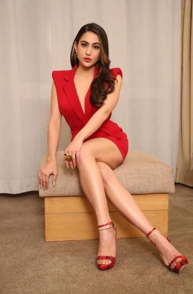 Kiara Advani Vs Sara Ali Khan, who looks better wearing the HOT red lipstick? 7