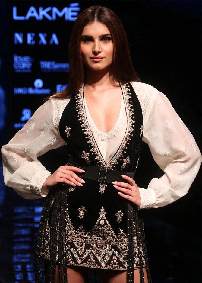Kiara Advani vs Tara Sutaria: Who dazzled in Ritu Kumar outfits? 1