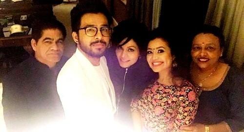 Meet the real family of popular singer Neha Kakkar 6