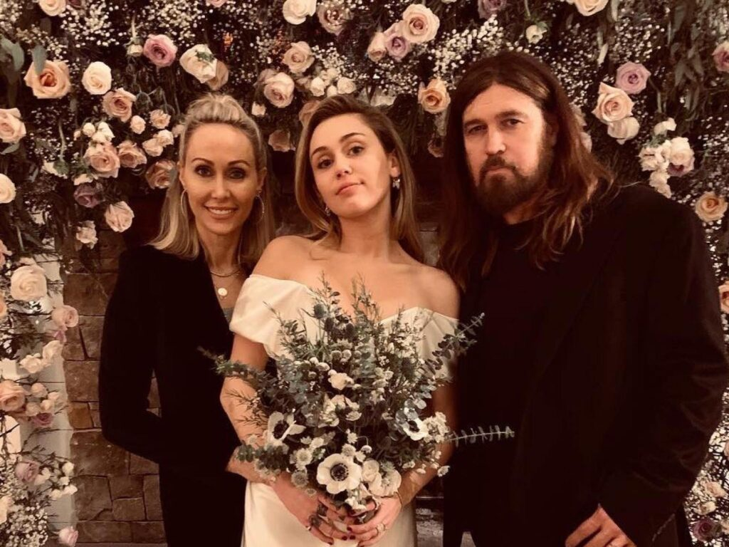 Need Inspiration for your wedding? Check out this gorgeous Miley Cyrus Bridal look 2