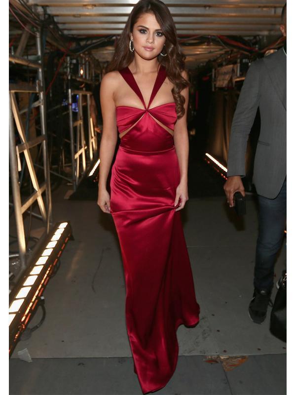 RED ALERT Glam looks of Selena Gomez 10