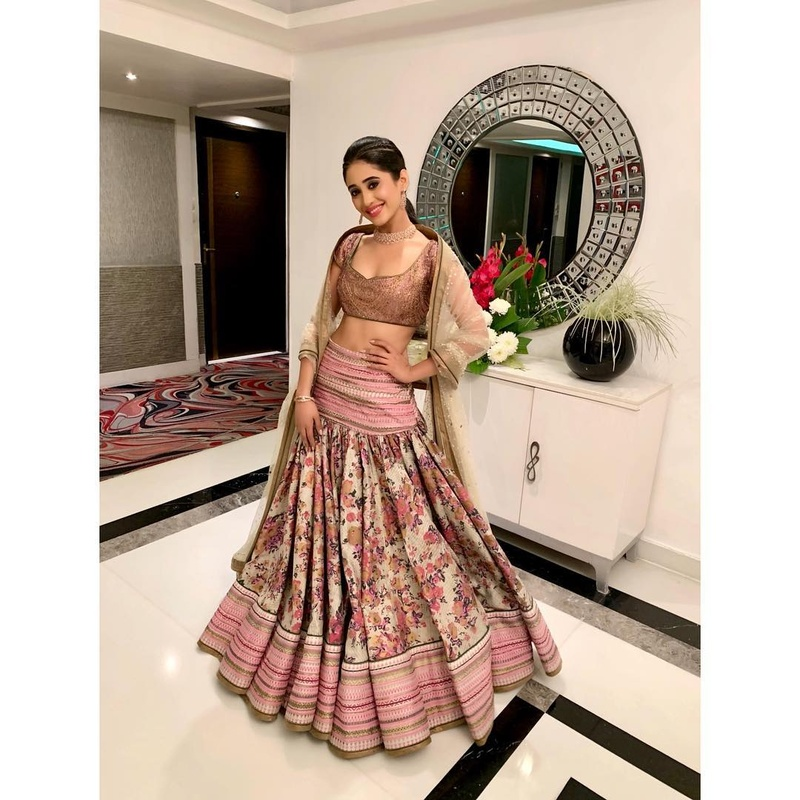 Shivangi Joshi sure always knows how to wear an off-shoulder dress. Check her look! 1