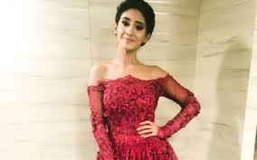 Shivangi Joshi sure always knows how to wear an off-shoulder dress. Check her look! 8
