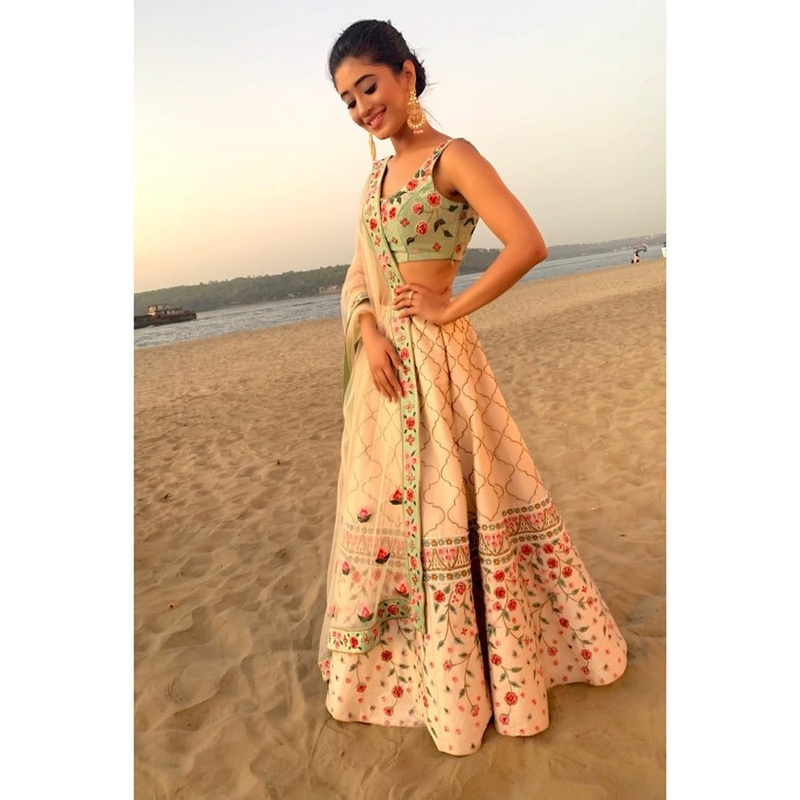 Shivangi Joshi sure always knows how to wear an off-shoulder dress. Check her look!