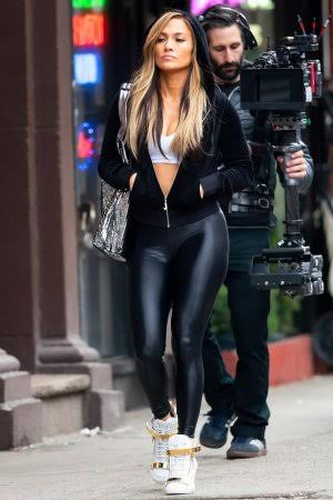 Steal These 5 Leather Outfits From Jennifer Lopez's Closet 2