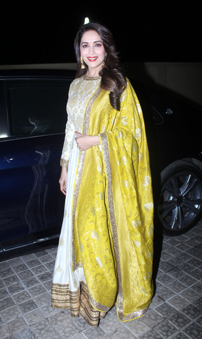 When Madhuri Dixit Nene looked absolutely gorgeous in a Manish Malhotra Anarkali 7