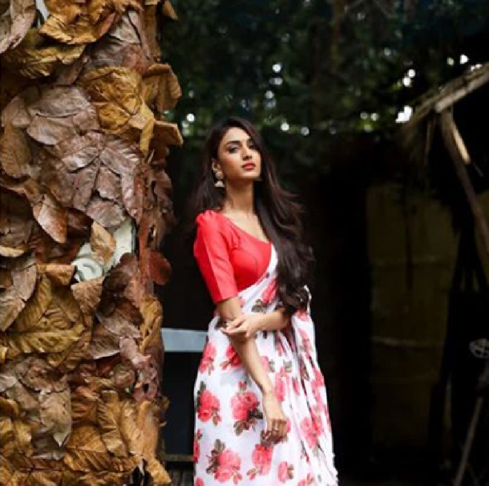Erica Fernandes Looks SEXY In These Floral Outfits, See pics 3