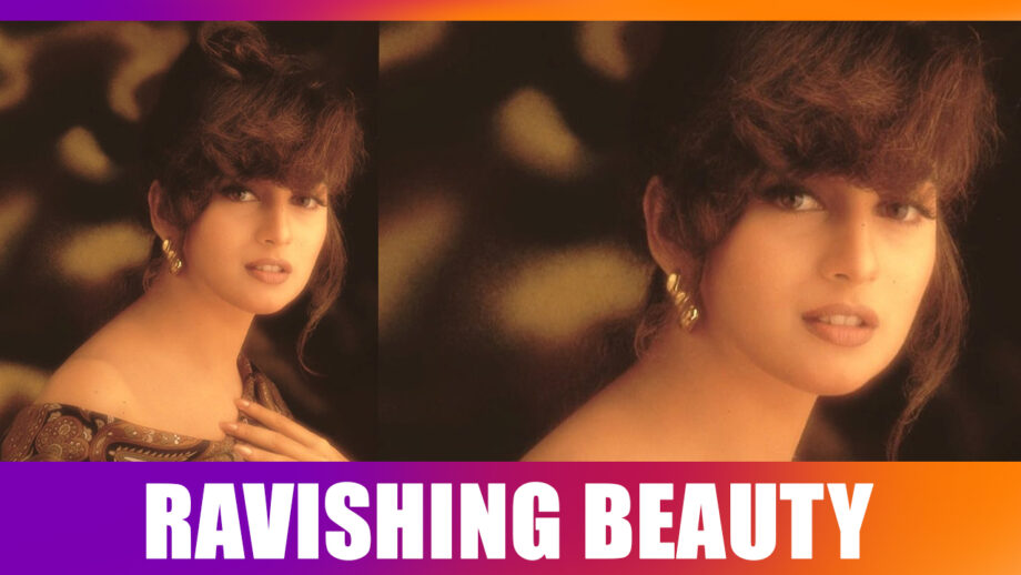Madhuri Dixit Nene LOVES herself in this look