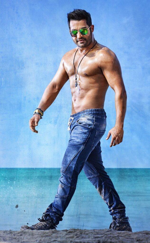Prabhas, Siddharth Suryanarayan, Rana Daggubati, Mahesh Babu, Dulquer Salmaan: Top 10 HOT and SEXY Looking Actors From Down South 6