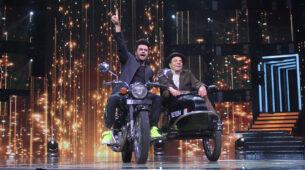 Sa Re Ga Ma Pa Li'l Champs: Maniesh Paul recreates Jai Veeru scene with Dharmendra 9