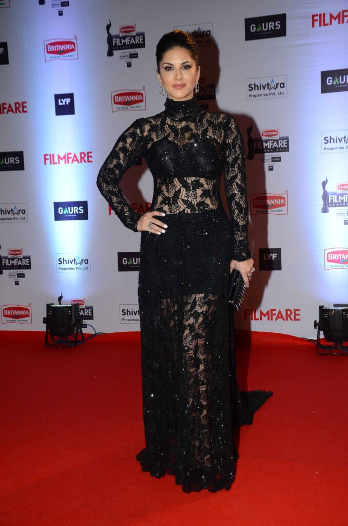 Sunny Leone Continues Her Love For Black As She Wears Evening Gown 3