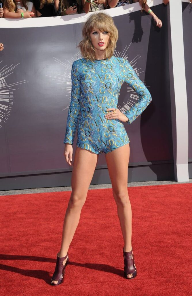 10 Hot And Sexy Unseen Pictures Of Taylor Swift | IWMBuzz