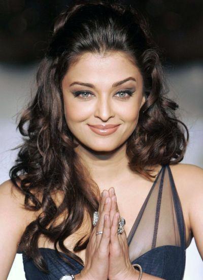 Aishwarya Rai Bachchan, Anushka Sharma, Kareena Kapoor, Janhvi Kapoor: 8 Bollywood Celebrities And Their Favourite Hairstyles 3