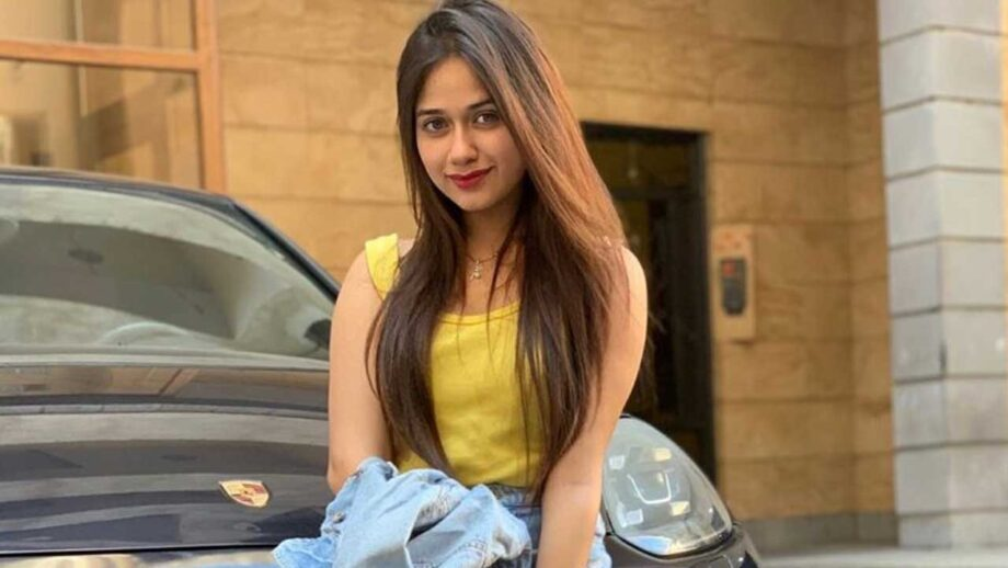 Jannat Zubair's Airport Style that will inspire your vacation wardrobe!