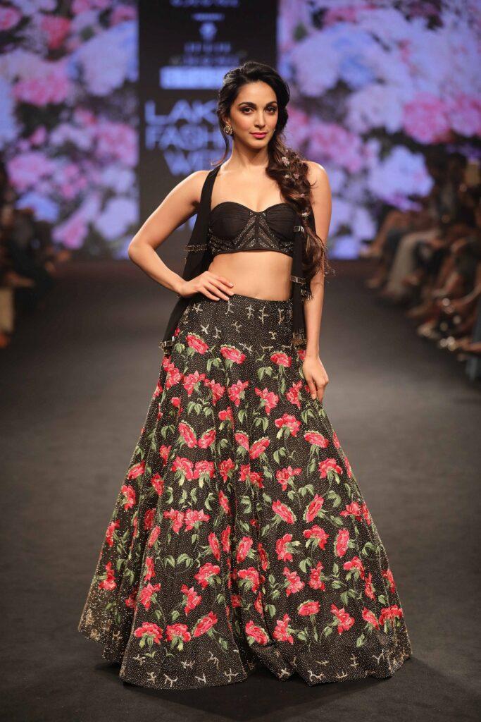 Kiara Advani, Aishwarya Rai Bachchan, Anushka Sharma, Nora Fatehi: Bollywood Actor Fashion Style Icons 4