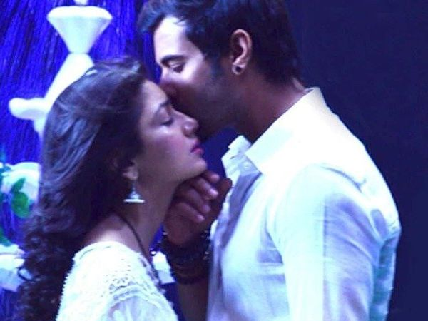 Kumkum Bhagya: Abhi and Pragya's 'KISS' moments 6