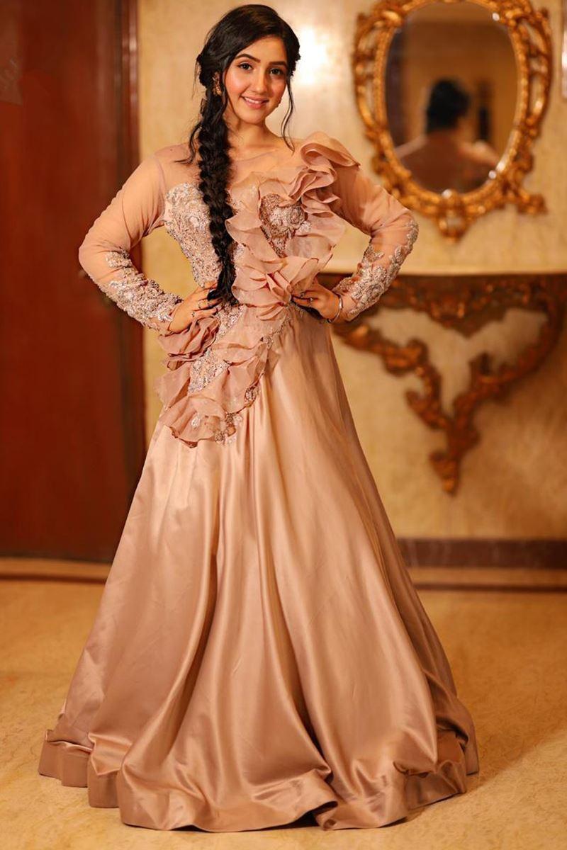 Check Out! Avneet Kaur, Jannat Zubair And Ashnoor Kaur's Queen Look 3