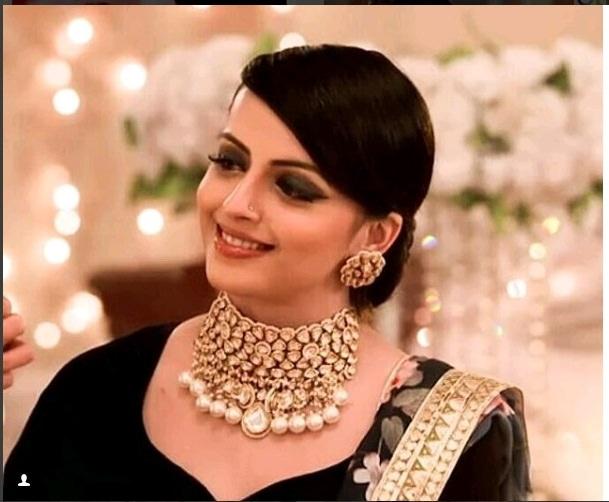 Hina Khan, Sriti Jha, Shrenu Parikh: 5 Ways To Wear Necklace Like A Pro 2