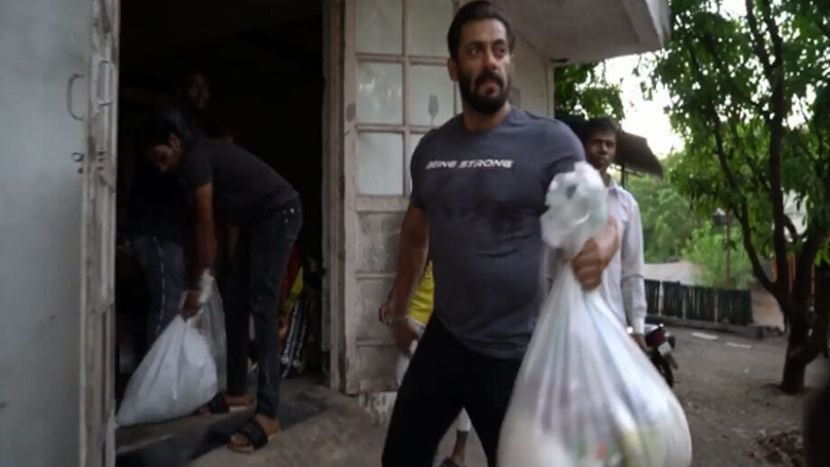 In Video: Salman Khan's kind gesture of ration distribution for the poor along with Jacqueline Fernandez and Iulia Vantur is winning everyone's hearts