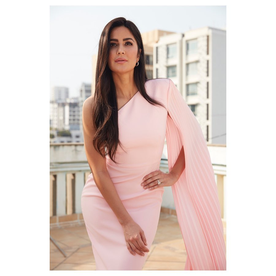 Katrina Kaif, Disha Patani and Kriti Sanon's Sexy Instagram Pictures in HOT PINK will Leave You Wanting More 10