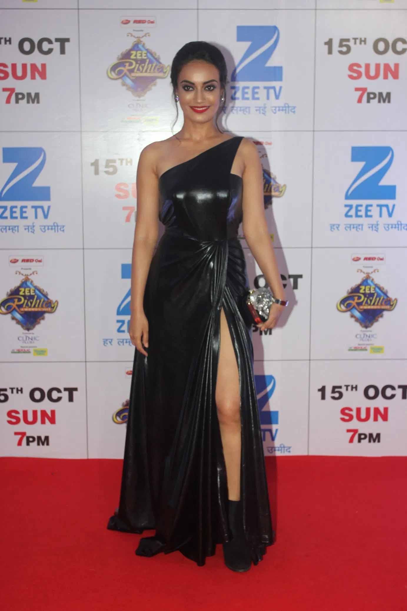 Shivangi Joshi VS Surbhi Jyoti: The Queen of Red Carpet?