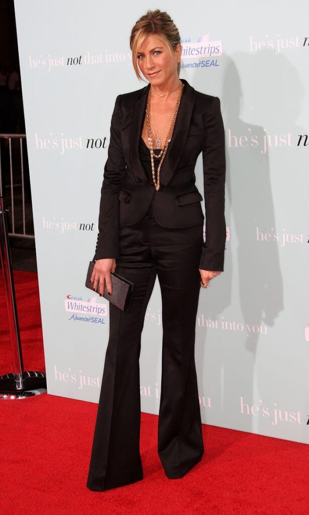 Then and Now: Jennifer Aniston Style Transformation 3