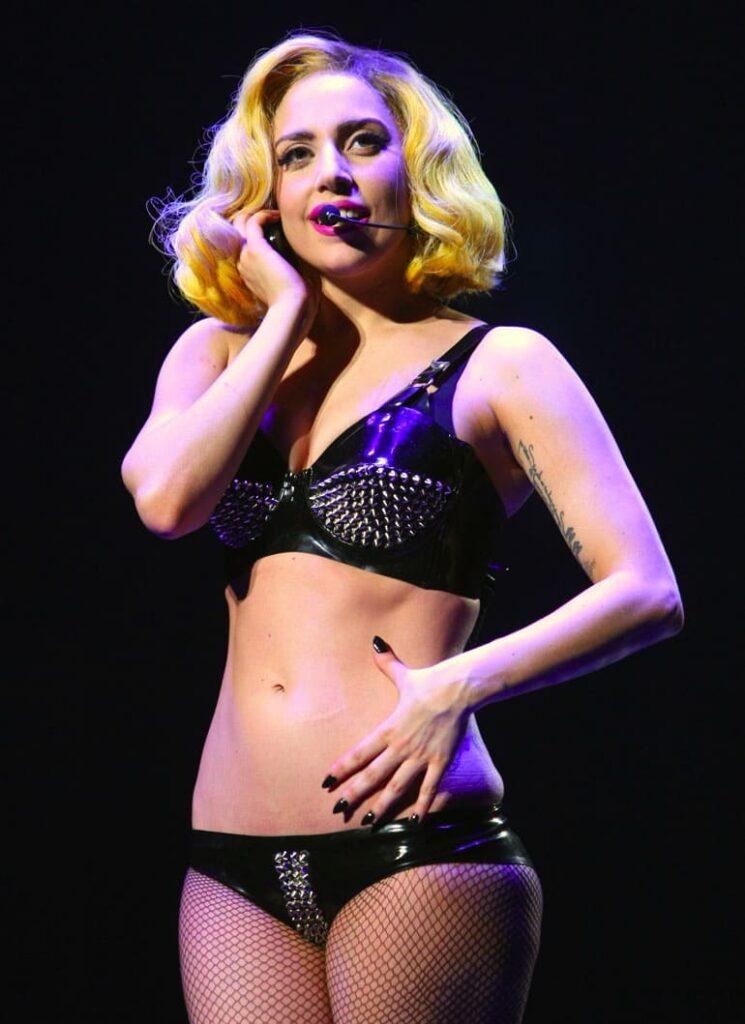 Bikini Looks Of Jennifer Lopez, Lady Gaga And Taylor Swift 4