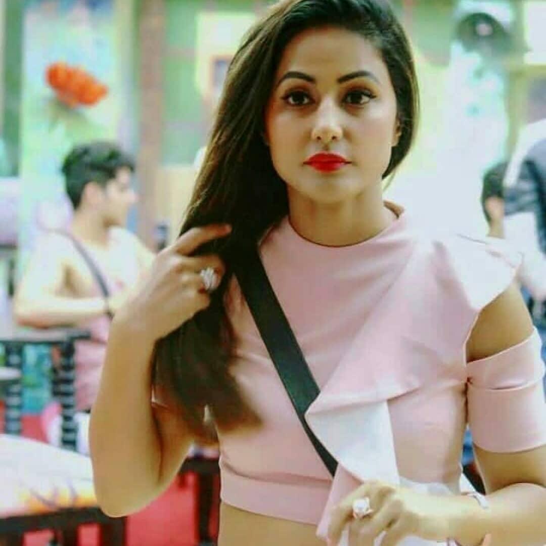 Do you know Hina Khan is really popular on social media? 3