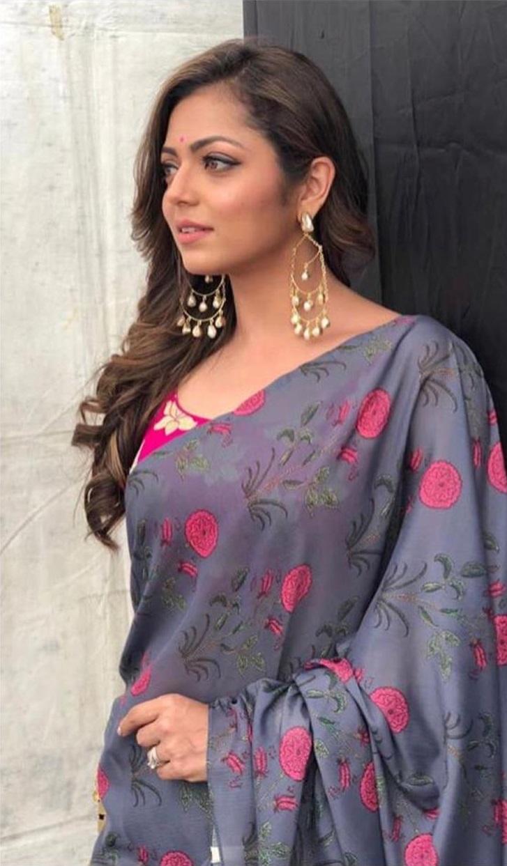 Erica Fernandes VS Drashti Dhami VS Divyanka Tripathi: Who Wore Ruffle Saree Better? 2