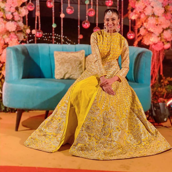 Hina Khan, Erica Fernandes And Shivangi Joshi Look Effortlessly Charming In Yellow Outfits 8