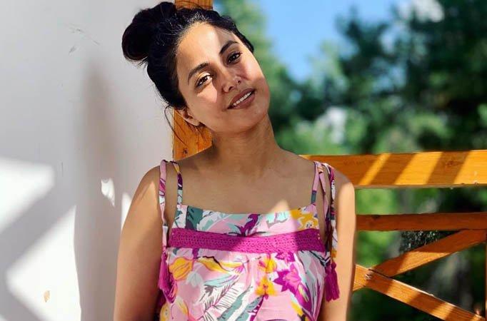 Hina Khan's Casual No-Makeup Look! 1