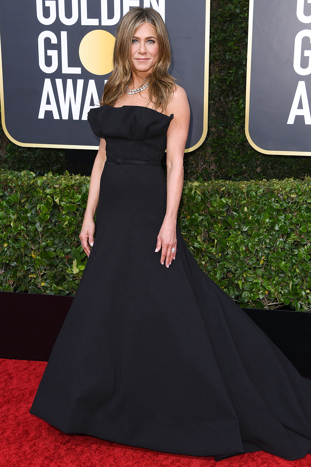 Jennifer Aniston In Off-Shoulder Or Long Sleeves: Which Look Do You Like The Most? 1