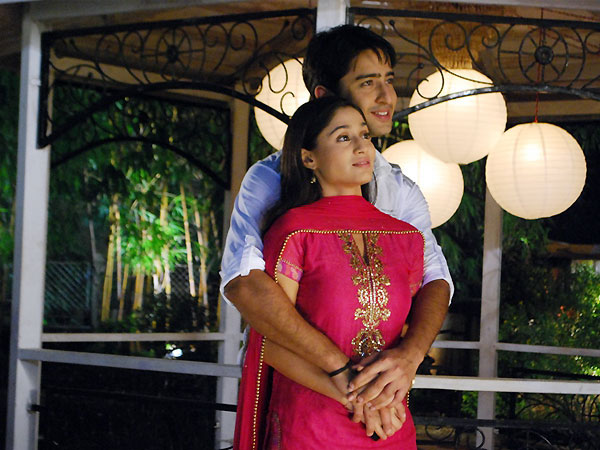 Shaheer Sheikh with Erica Fernandes Or Soumya Seth: Rate the best on-screen romance 1