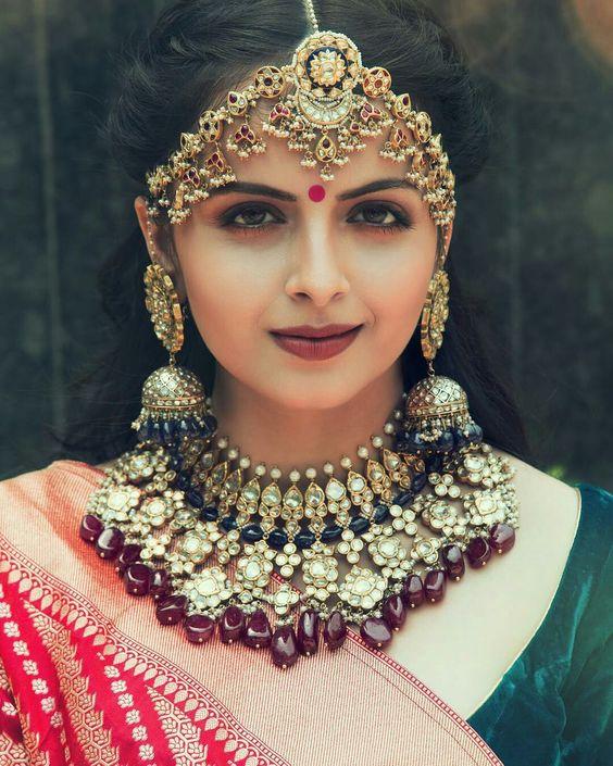 Shrenu Parikh VS Hina Khan VS Surbhi Chandna: Who Gives Fashion Statement In Neckpiece?